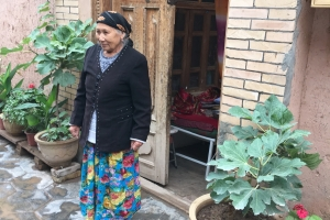 Kashgar-old-lady